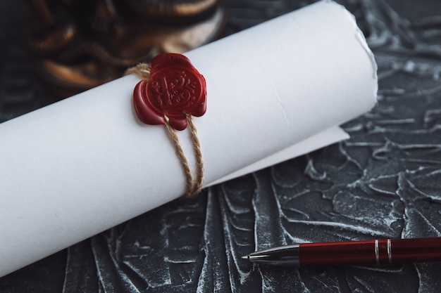 Penna e timbro del notaio su testamento e testamento. strumenti notarili