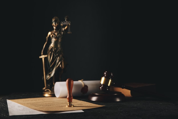 Penna e timbro del notaio su testamento e testamento. strumenti notarili.