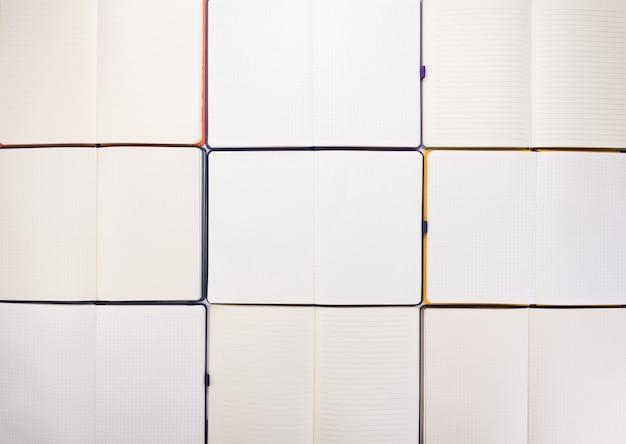 Blocco note o carta per notebook come sfondo, vista dall'alto