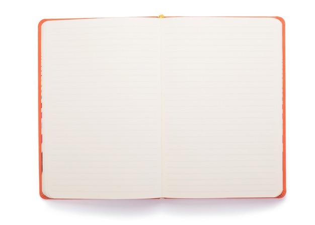 Blocco note o carta per notebook isolato su sfondo bianco, vista dall'alto