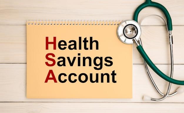 Blocco note con testo health savings account hsa e stetoscopio