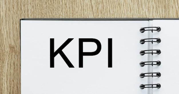 Blocco note con testo kpi sulla scrivania in legno. concetto di affari e finanza