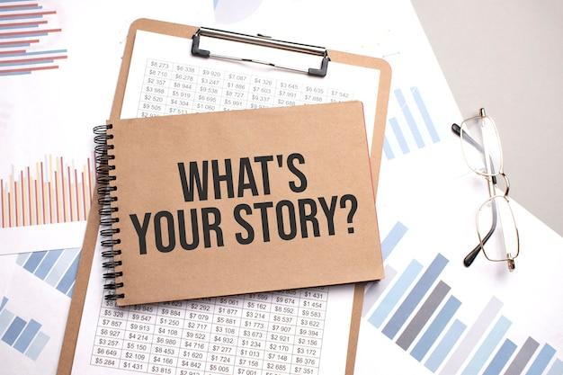 Blocco note con testo qual è la tua storia su grafici e numeri.