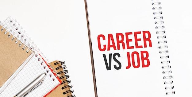 Blocchi per appunti. testo carriera vs lavoro
