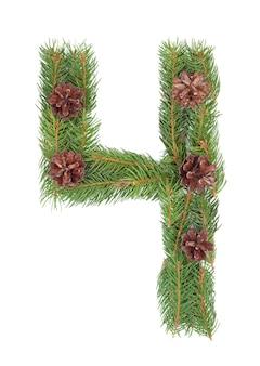 Numero 4 - fatto dell'albero di abete di natale su un bianco isolato