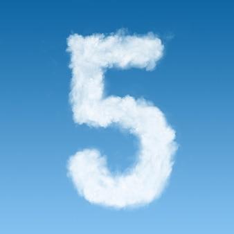 Numero cinque fatto di nuvole bianche sul cielo blu