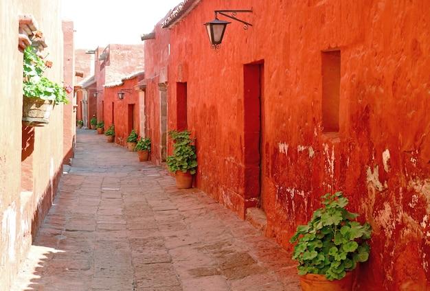 Il quartiere vivente delle monache nel monastero di santa catalina, sito patrimonio mondiale dell'unesco ad arequipa, perù