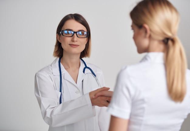 Studio di trattamento delle procedure di guarigione dello stetoscopio dell'infermiera