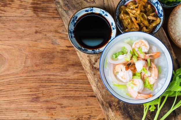 Porridge di frutti di mare nutriente e delizioso