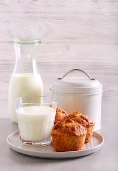 Muffin d'avena e integrali con latte a parte