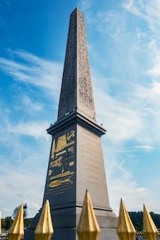 L'obelisco d'egitto a parigi, francia
