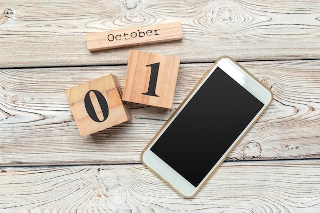1 ottobre. 1 ottobre calendario di legno bianco su legno
