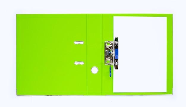 Cartella di office con carta su sfondo bianco. vista dall'alto