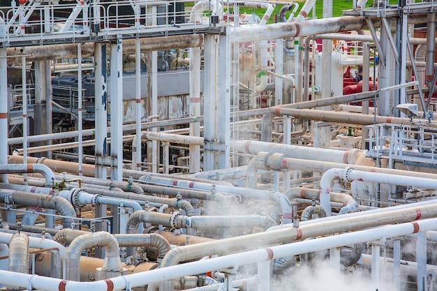 Impianto di trattamento di petrolio e gas con valvole di linea del tubo