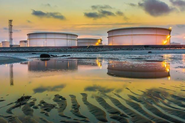 Impianto industriale di raffineria di petrolio e gas
