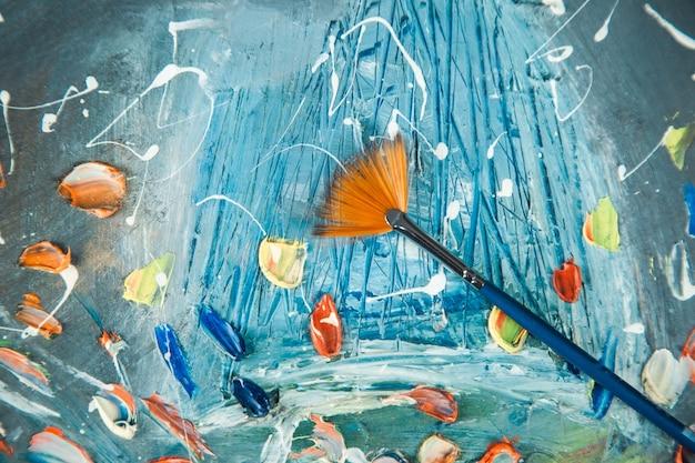 Colori ad olio su sfondo tavolozza e tela