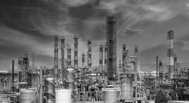 Fabbrica di impianti petrolchimici di raffineria di petrolio dalla zona dell'industria chimica di osaka del petrolio e del gas del giappone