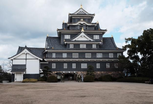 Castello di okayama o okayamajo situato a okayama in giappone