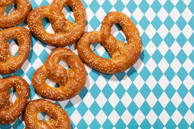 Assortimento dell'oktoberfest con deliziosi pretzel