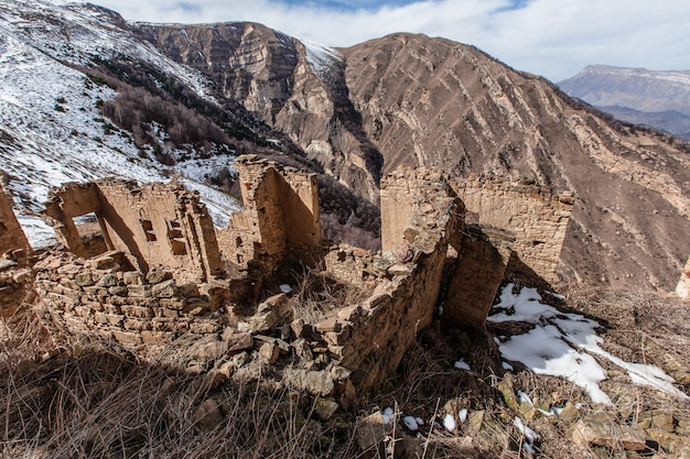 Vecchia città abbandonata di gamsutl repubblica del daghestan, russia. caucaso