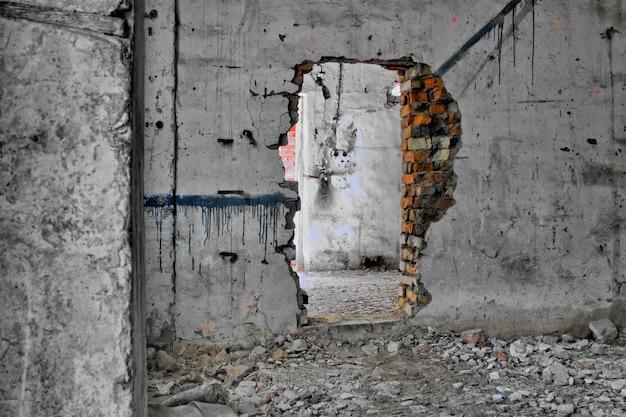 Casa vecchia e abbandonata dentro hdr