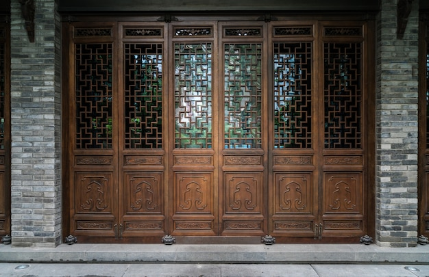 Vecchia porta pieghevole tradizionale cinese antica antica