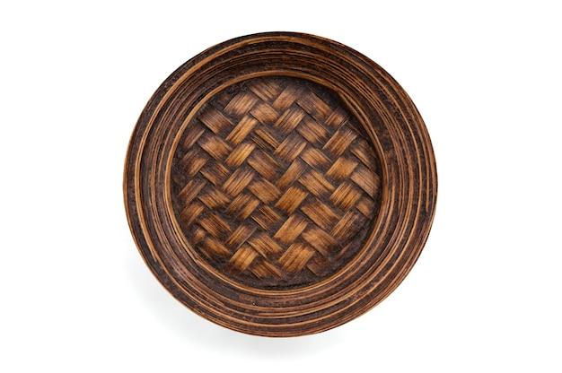Vecchia struttura di legno di bambù e piatto del modello con il percorso di residuo della potatura meccanica.