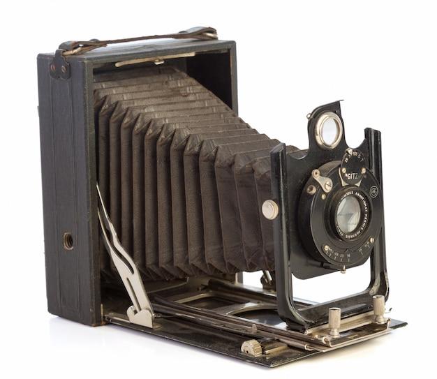 Vecchia macchina fotografica nera con soffietto