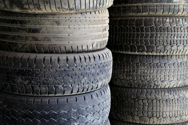 Vecchi pneumatici per auto