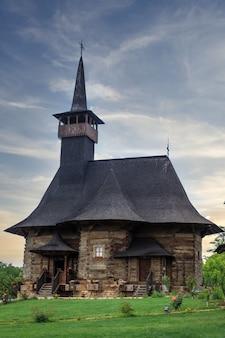 Una vecchia chiesa alla cerimonia di matrimonio