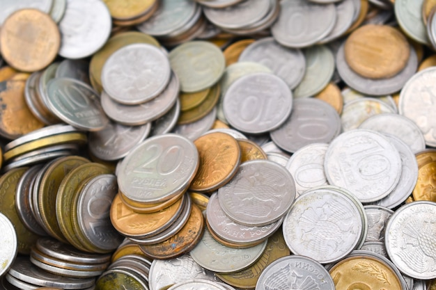 Vecchie monete di rame, molte monete del tesoro di metallo