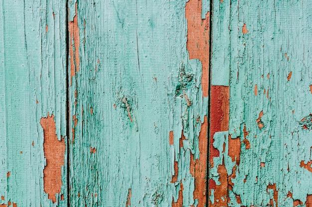 La vecchia vernice screpolata.