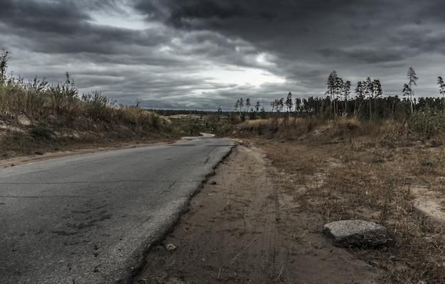 Vecchia autostrada deserta