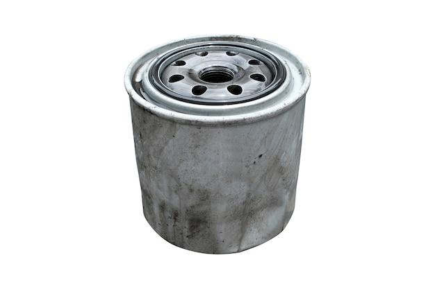 Vecchio filtro del gasolio isolato su bianco