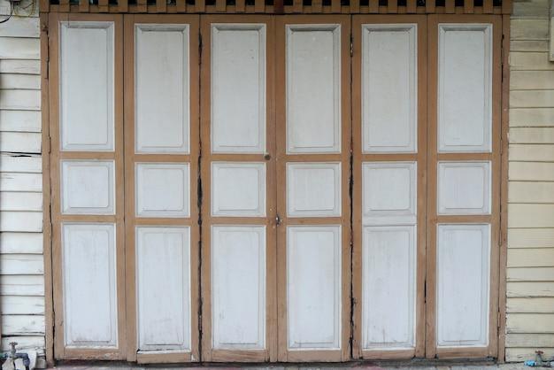 Le vecchie porte del thai