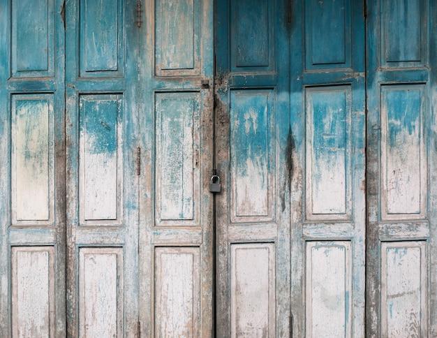 Vecchia priorità bassa di legno della porta del grunge Foto Premium