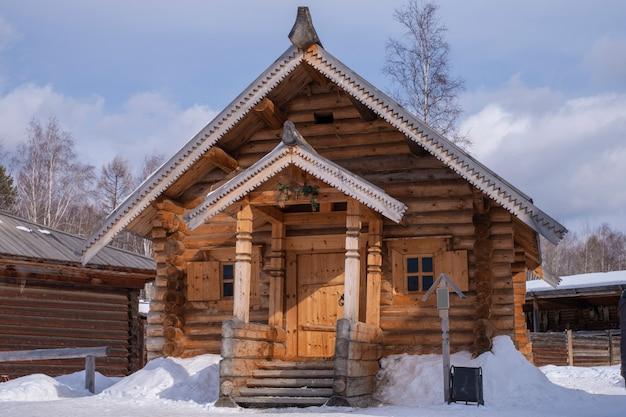 Vecchia casa padronale in inverno