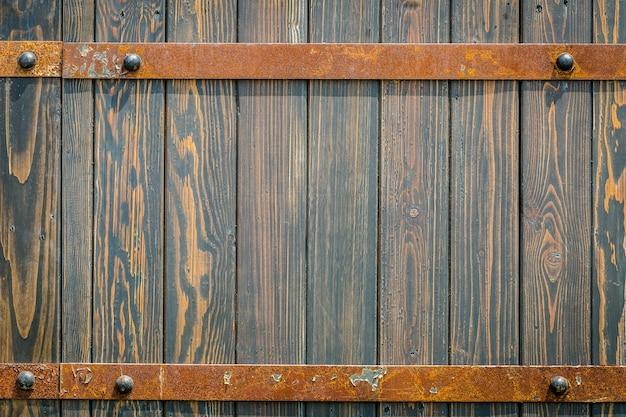 Vecchio fondo medievale in metallo e legno