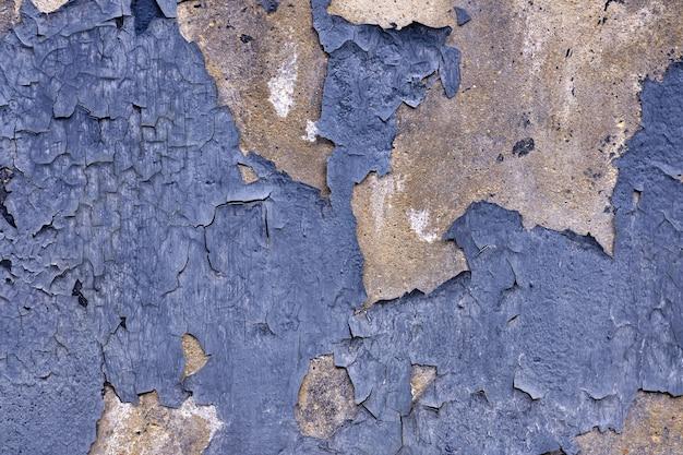 Vecchia vernice scrostata dal fondo della struttura della parete