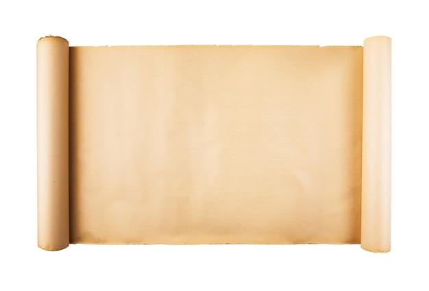 Vecchio rotolo di carta su fondo bianco isolato