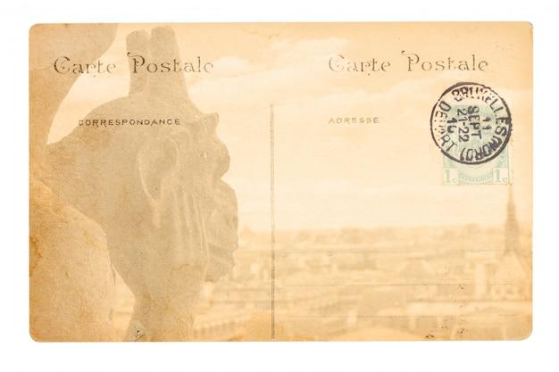 Vecchia cartolina di parigi con gargoyle di notre dame.
