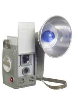 Vecchia macchina fotografica isolata su uno sfondo bianco