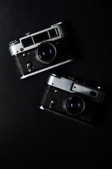 Una vecchia macchina fotografica fotografica dalla metà del 20 ° secolo