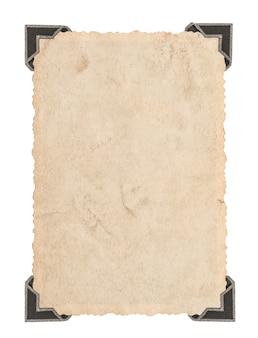 Vecchia carta fotografica con angolo isolato su sfondo bianco. cornice per foto in stile retrò