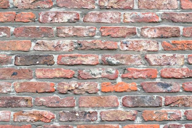 Vecchi mattoni rossi nella parete. priorità bassa della costruzione.