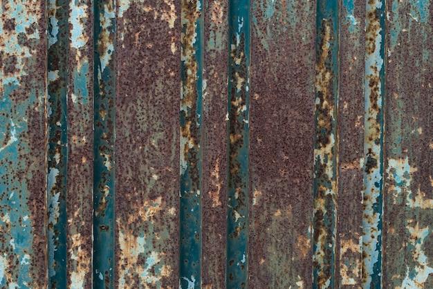 Vecchio fondo arrugginito di struttura del metallo con la vernice che si sfalda e la struttura di cracking.