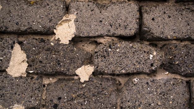 Vecchio blocco di calcestruzzo della parete laterale delle scorie