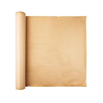 Vecchio rotolo di carta sollecitato su fondo bianco isolato. sfondo quadrato, spazio vuoto, spazio per testo, copia, lettere, mappa.