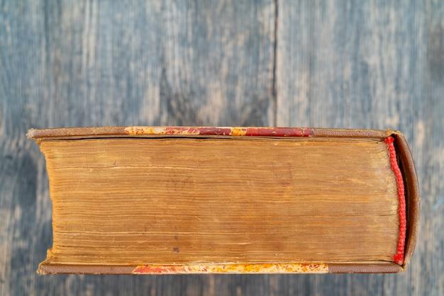 Vecchio tom. libro vecchio spesso. copertine e pagine vintage. pagine gialle vintage.