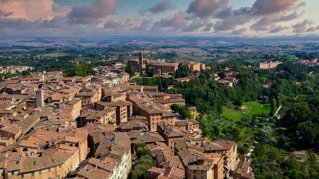 Centro storico città medievale di siena